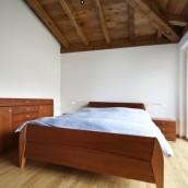 Drewniane łóżko – jakie, skąd, z jakiego drewna?