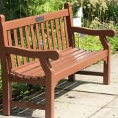 Drewniane meble ogrodowe i ich pielęgnacja