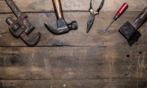 stare-narzędzia-widok-z-gory_1112-398